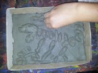Viaggio nella preistoria: costruiamo orme di dinosauri e portiamoli al museo dei fossili